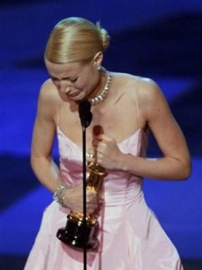 Gwyneth Accepts Oscar